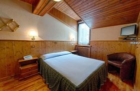 Hotel Edelweiss Double Bedroom- Courmayeur