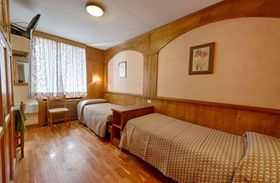 Hotel Edelweiss Twin Bedroom - Courmayeur