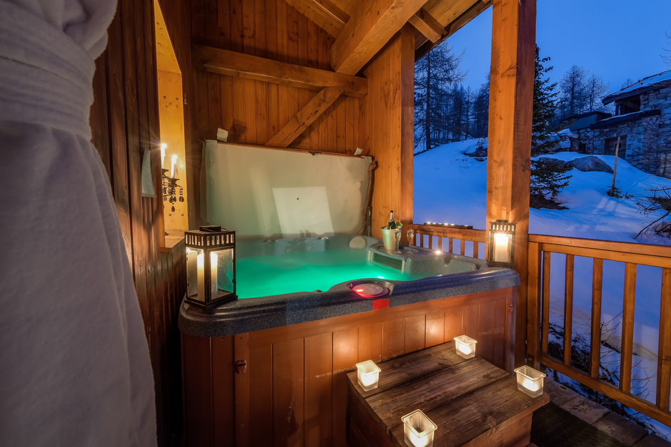 Chalet Elephant Blanc hot tub in Val d'Isère